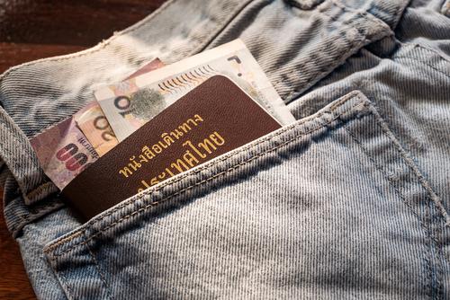 ポケットに入れたパスポート&お札