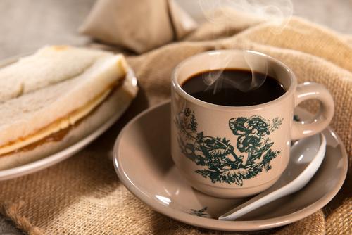 コーヒーとトーストのイメージ画像