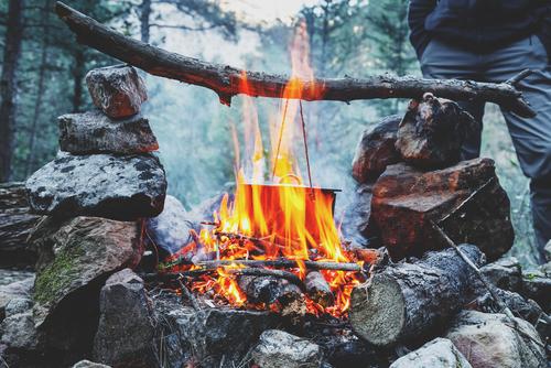 たき火で料理