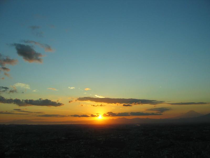 ランドマークの夕日