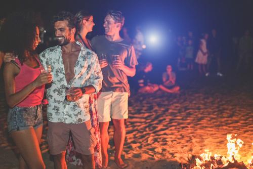 浜でのパーティー